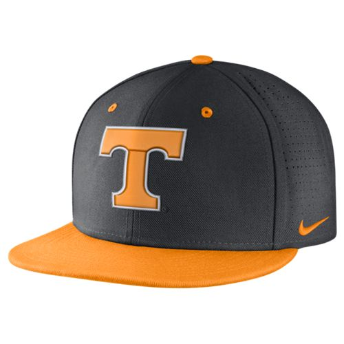 Nike™ Men's University of Tennessee True Vapor Fitted Cap
