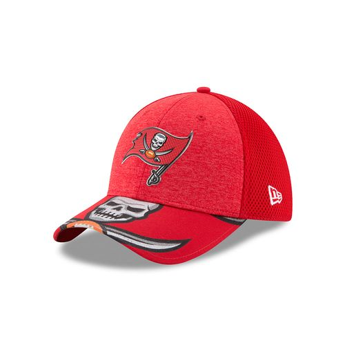 New Era Men's Tampa Bay Buccaneers 39THIRTY NFL17 On Stage Cap - view number 1