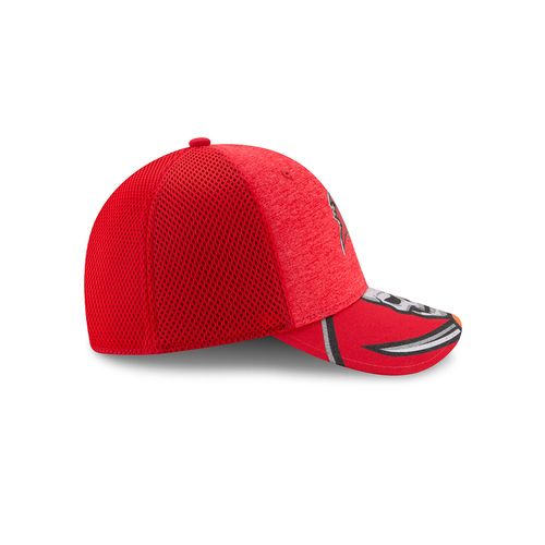 New Era Men's Tampa Bay Buccaneers 39THIRTY NFL17 On Stage Cap - view number 5