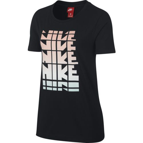 Display product reviews for Nike Women's Sportswear Retro Logo T-shirt