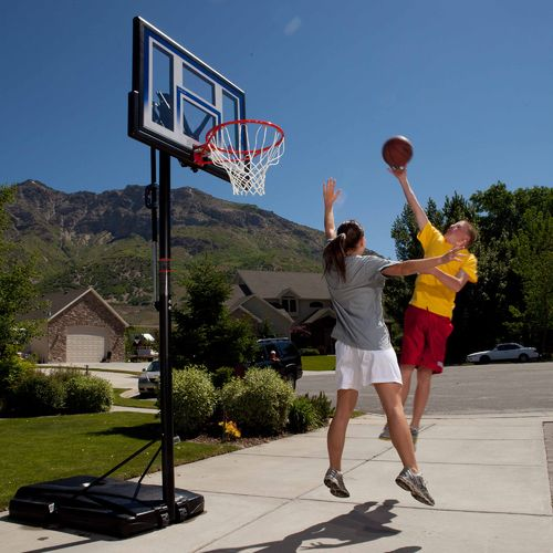 "Display product reviews for Lifetime Courtside 48"" Polycarbonate Portable Basketball Hoop"